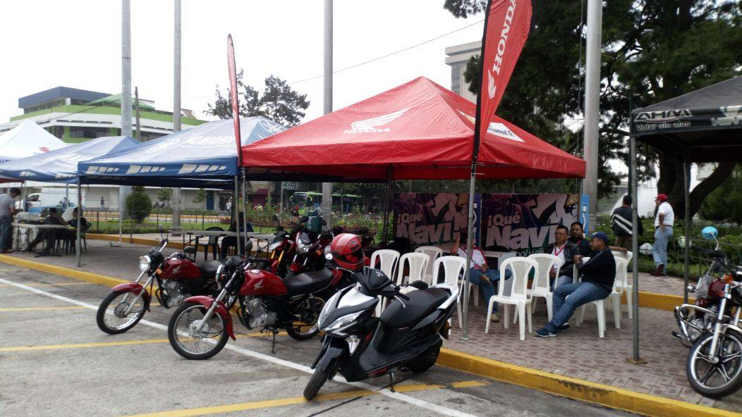 Moto Escuela en Tacones y Ruedas
